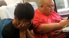 搞笑视频:花同样的钱买同样的车票,这胖子可