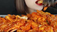 吃播:韩国美女吃货试吃韩式辣炸鸡配宽粉蟹腿