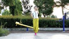 热门神曲广场舞《黄蔷薇》歌词幽默风趣,真的