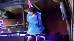33岁杨幂真当过妈妈?看她跳钢管舞深蹲瞬间,网