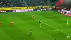足球搞笑视频:疯狂的 足球,疯狂的的球员们!