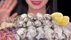 吃播:韩国美女吃货试吃超大份新鲜生蚝肉,配