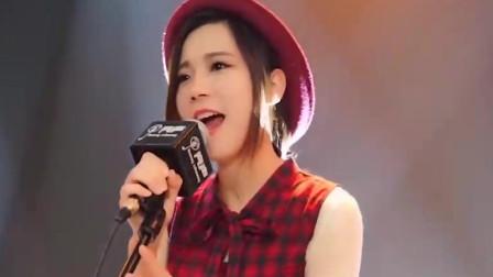 被烟熏过的嗓子!广州美女翻唱动漫经典主题曲
