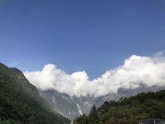 在云南玉龙雪山上这个位置看风景,普通人带氧