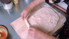 美食达人教您制作香味四溢的椰蓉面包,隔着屏
