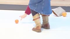 德国超市爆笑恶搞:一个可以遥控的橙子跑来跑