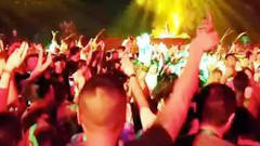 当音乐节响起电音版《千年等一回》,场面瞬间