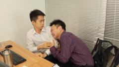 闽南语搞笑视频:纪念日收到老婆的惊喜,小伙
