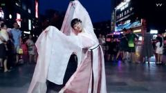 #最劲热舞#汉服小姐姐在户外翩翩起舞~ 挥舞的长