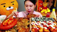 韩国美女吃播,杂烩迷你猪排泡菜包饭,韩国泡