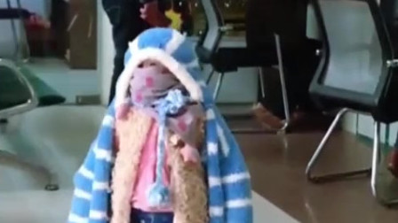 家庭幽默录像:当**觉得你冷时,恐怖的事情来了,6件毛衣就问你怕不