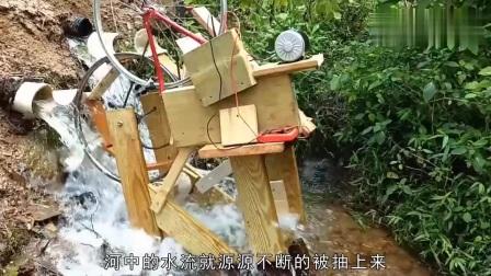 牛人发明小水车,能不停的循环转动,是永动机