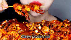"""韩国最美女吃播,""""爆辣""""海鲜夹起就往嘴里塞"""