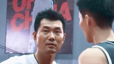 灌篮2:王少杰强烈要求上场,不料伤势还没好全,王仕鹏一脸担忧
