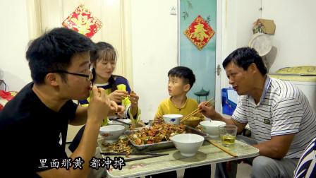 三斤大闸蟹烧一盆,大sao做香辣蟹,边吃边说糗事,笑的合不拢嘴