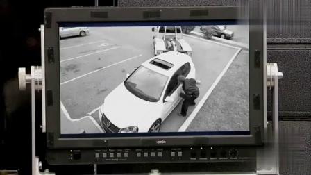 国外恶搞, 路人从监控器看到拖车要拖自己车, 跑出去拖车不见踪迹