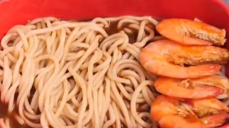 清爽不油腻的海鲜捞汁面