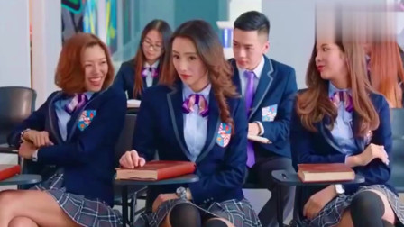 女大学生被当众恶搞,竟在现场脱裙子,太过分了!