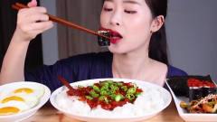 吃播:韩国美女吃货试吃韩式辣酱拌饭,看她吃