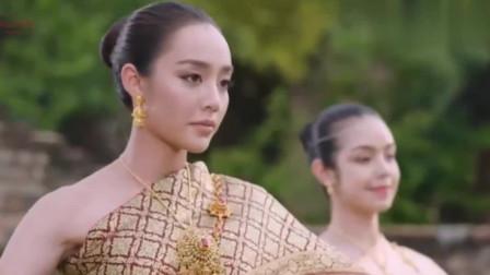 月之印记:美女来到现代古装一舞,瞬间惊艳众