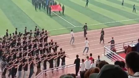 运动会上,只有男生表演的班级