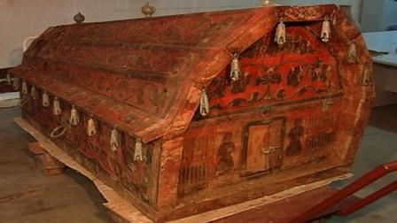 """考古发现巨大""""血红棺材"""",内有一女尸,专家"""