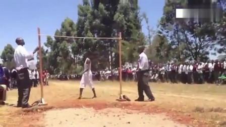 肯尼亚高中生跳高真是逆天了, 专业的跳高运动员
