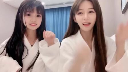美女自拍:两个漂亮小姐姐哪个可爱?