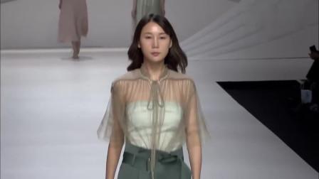 时装秀:模特美腿抢眼,个性轻薄的纱衣,显无