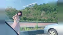 网友:果然,美女对豪车都没有抵抗力啊!不枉
