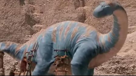 原始人把恐龙当成挖掘机,每天让恐龙干活,一