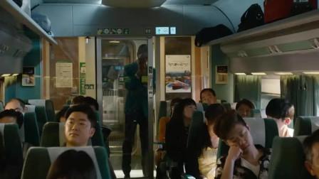 釜山行 乘务员在通知经理的同时 被感染的乘客站起来了