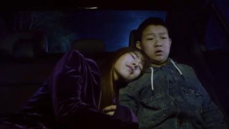 爆笑:美女扶总裁到车上睡,不想半夜小孩找美