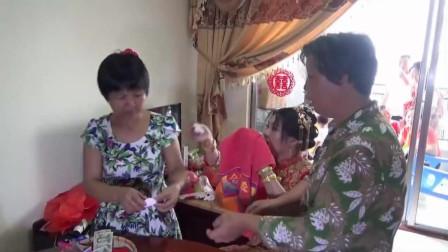 农村漂亮姑娘出嫁,传统风俗好讲究,新娘蒙着