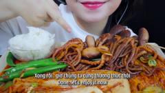 吃播:韩国美女吃货试吃韩式泡菜炖八爪鱼,这
