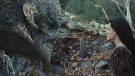 黑森林里出现巨型怪兽,美女充满爱意的方式,
