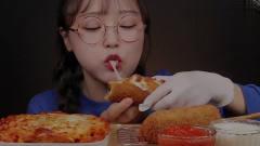 吃播:韩国美女吃货试吃油炸芝士披萨,这吃法