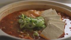 《韩国农村美食》砂锅炖五花肉泡菜,放入豆腐