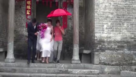 湖南姑娘出嫁,拜别祖屋出门了,那边都是这风