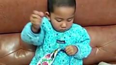 家庭幽默录像:高手在民间!将面饼与武功相结