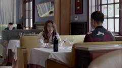 男子正相亲,美女直接搬板凳过来坐一起,三人