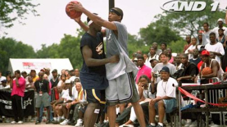 艾弗森和街球王阿尔斯通在篮球场的单挑视频,脚踝终结者之间的对