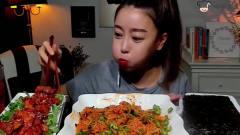 韩国美女吃辣椒酱拌面,再来半碗青椒下肚,真