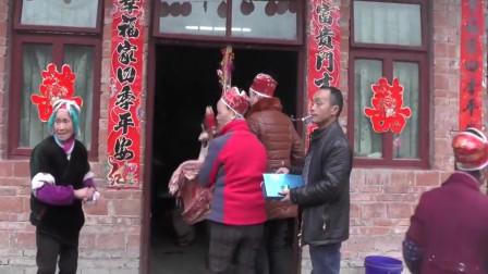 贵州小伙挑猪大腿接亲,这风俗还是第一次见