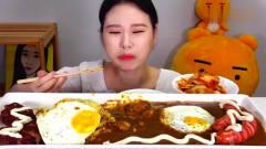 吃播:韩国美女吃货试吃香煎荷包蛋,配上超辣