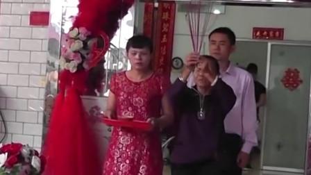 农村结婚风俗,下车前阿婆要念几句口语,新娘