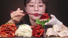 吃播:韩国美女吃货试吃白灼五花肉,配上韩式