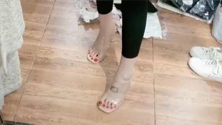 美女脚模的生活自拍:这款鞋子很漂亮,可惜这
