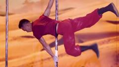 中国达人秀:蓝兵组合带来双人钢管舞,在《大