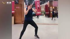 体育馆里打拳的姑娘,这步伐和拳速没谁了!长
